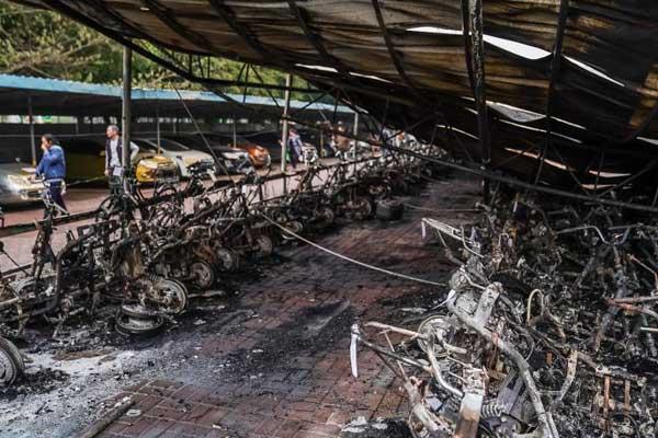 南宁一小区车棚发生大火 300余辆电动自行车被烧毁