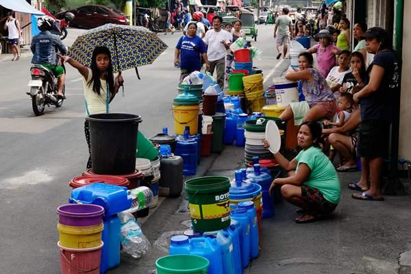 厄尔尼诺现象袭击菲律宾引发干旱 居民排长队取水