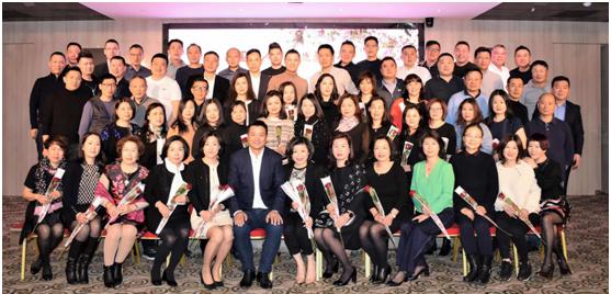"""法国华人服装业总商会举行""""玫瑰香""""晚会喜庆女神节"""