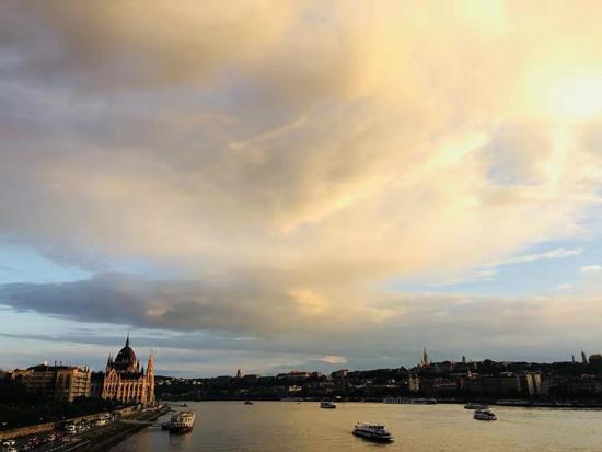 【布达佩斯印象】多瑙河畔看看云