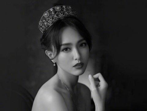 绝美唐嫣头戴皇冠的糖糖化身公主,精致典雅仙气十足!