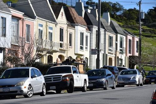 中国侨网六名蒙面持枪匪徒闯进旧金山日落区一户华裔民宅抢劫。(美国《世界日报》/李秀兰 摄)