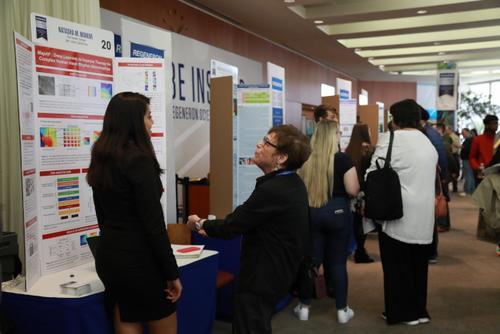 美媒:雷杰纳隆科学奖公布 美国九名华裔学生入围前40名