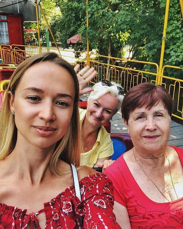 埃航空难俄罗斯遇难者母亲说起飞前有不好预感 曾劝女儿女婿不要登机