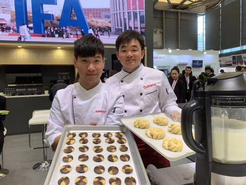 微蒸烤一体机占据C位 格兰仕AWE上展现品质生活