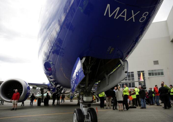波音宣布暂停交付737 MAX客机