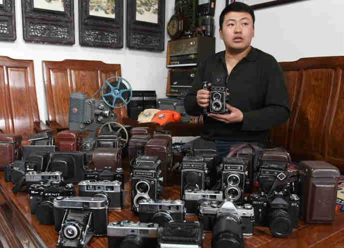 兰州男子收藏千余部老式相机