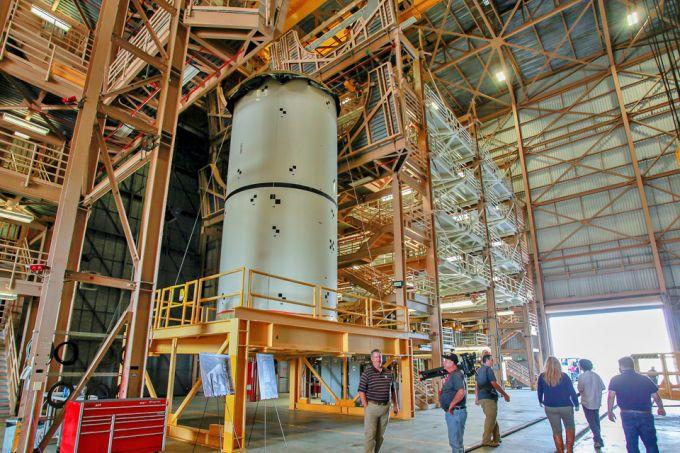 NASA考虑改用商业火箭执行绕月飞行任务