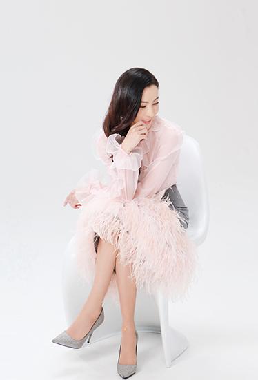 张柏芝一袭粉裙知性优雅 重现浪漫樱花舞