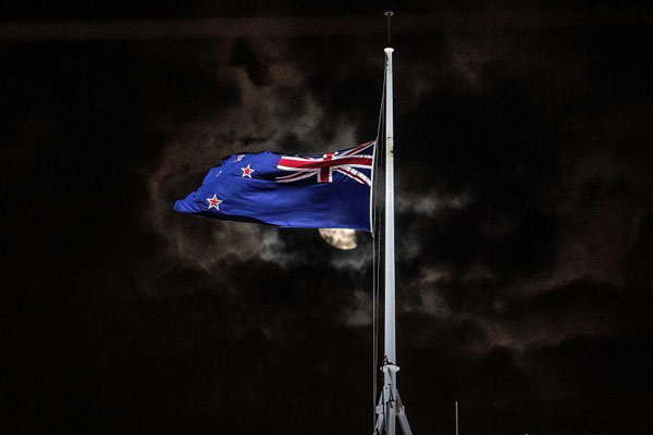 新西兰枪击案致数十人死伤 议会大厦降半旗致哀