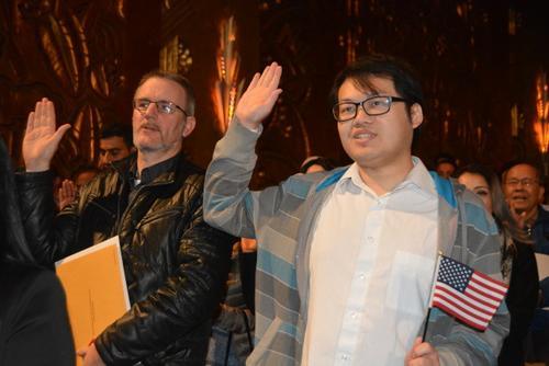 中国侨网华裔邹啸宇移民赴美20年,他表示,作为新移民从小要经历文化和语言的双重挑战。 (美国《世界日报》/刘先进 摄)