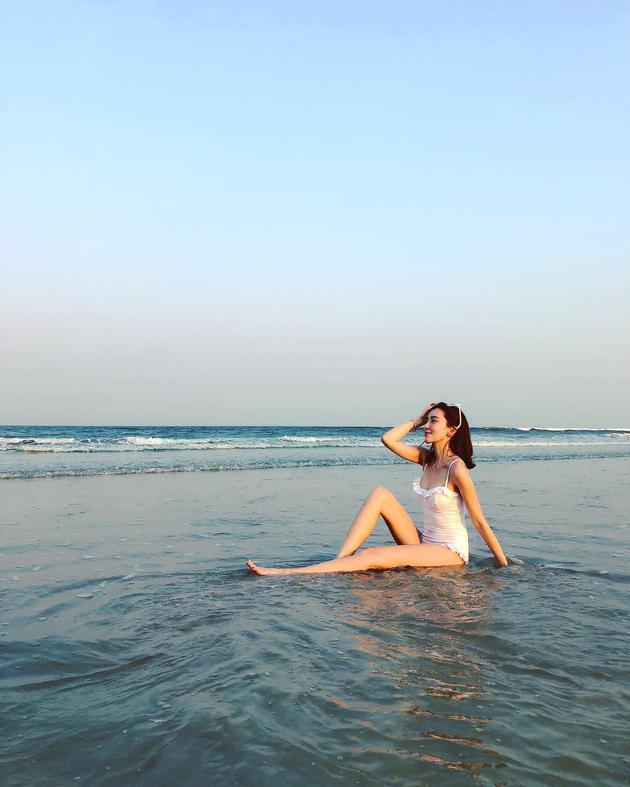 林志颖娇妻陈若仪晒泳装照 长腿纤腰美丽动人