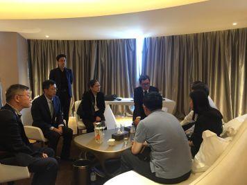驻埃塞俄比亚大使谈践看望慰问埃塞航空客机失事遇难中国公民家属