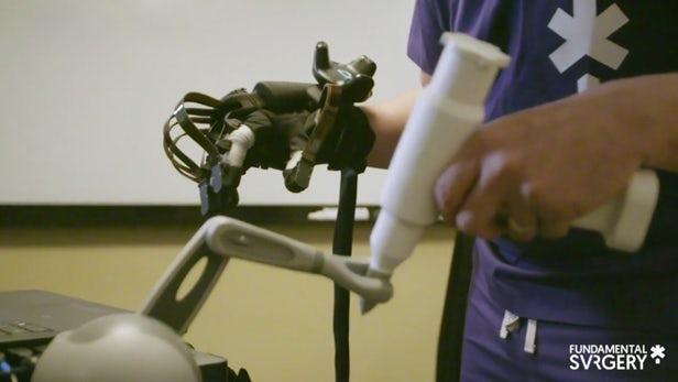 触觉手套为手术训练技术增添了触感