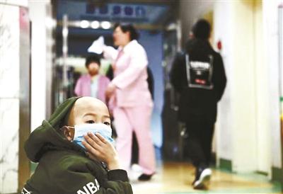 母亲医院偷1.8万元为病儿筹化疗费 家属道歉:贫穷不是理由