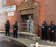 大批武装警察出动 守卫清真寺