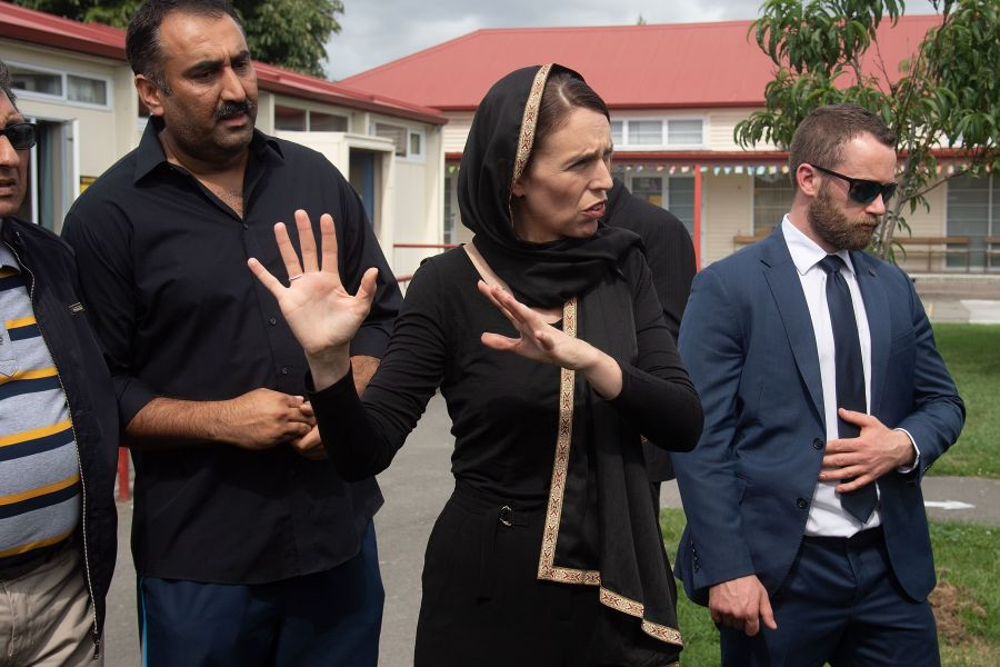 新西兰枪击案次日,新总理等人前往基督城慰问伊斯兰社区