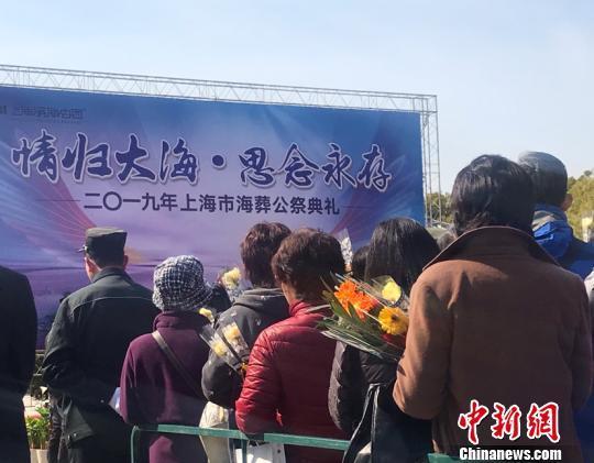 """上海逾4.46万名逝者""""骨灰撒海"""" 节地葬逐年攀升"""