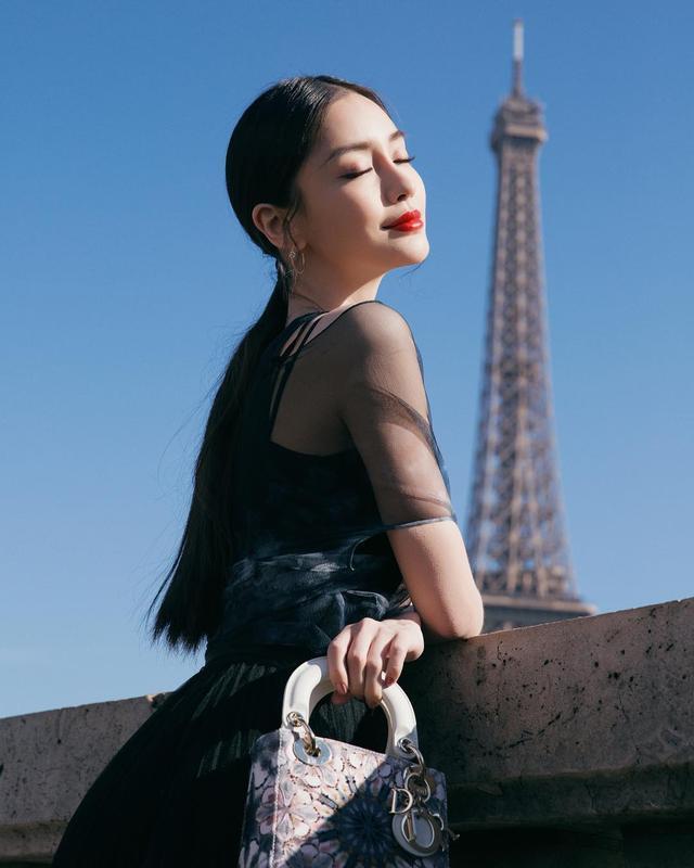 Angelababy巴黎全新大片,塞纳河畔埃菲尔铁塔下,宛如迷人孔雀