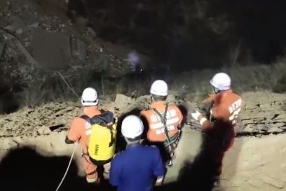 山西楼房坍塌:救援时发生2次坍塌 有救援人员被埋