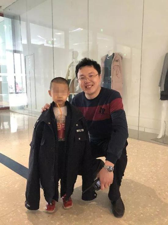 大连一4岁走失男孩商场求帮助:我只相信警察叔叔(图)