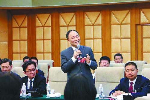 吉利控股集团董事长李书福:规范汽车改装市场,促进消费升级