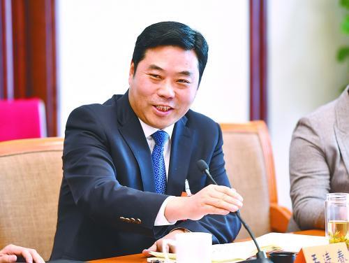 江苏悦达集团董事局主席王连春:发挥江苏沿海优势,大力发展氢燃料汽车