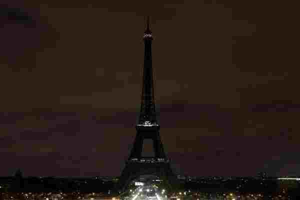 多国地标降半旗熄灯 致哀新西兰枪案遇难者