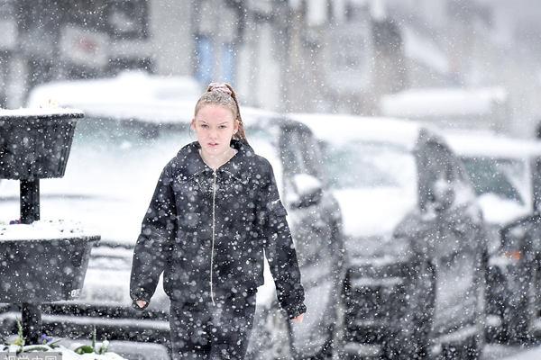 英国苏格兰迎来强降雪 当地发布黄色预警信号