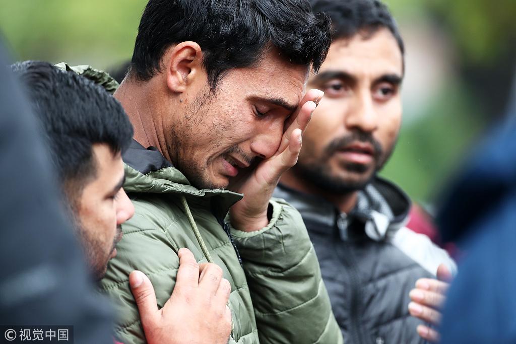 新西兰枪击案死亡人数升至50人 受害者亲友在医院焦急等待