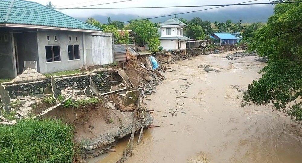 暴雨袭击印尼巴布亚省引发洪水 63人死亡数十人失踪
