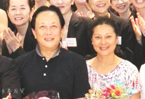 唐国强夫妇近照曝光,被称为演艺圈模范夫妻