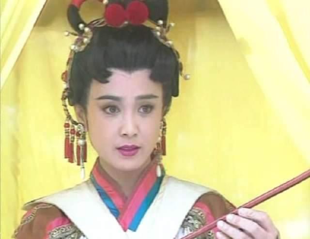 满头山楂果的古装女子,杨幂乖巧、傅艺伟优雅、徐怀钰忘记梳头