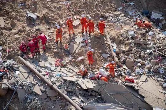 山西房屋垮塌事故 247名消防指战员现场救援