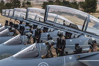 多架沙特F15SA战机抵达美国参加红旗军演