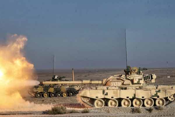 燃!装甲团积极进行军事训练等级考评