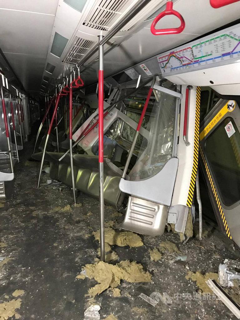 香港地铁两辆测试列车相撞 现场照片曝光