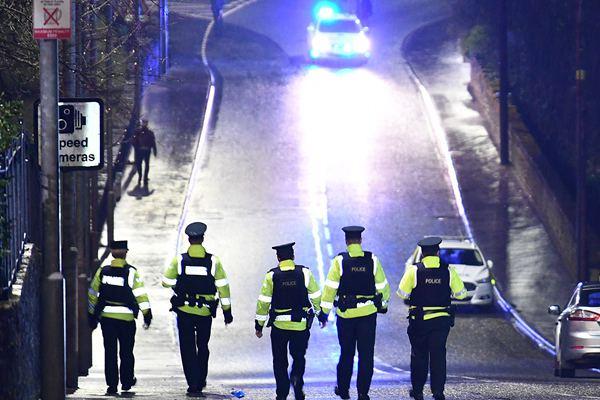 英国北爱尔兰圣帕特里克节发生踩踏事件 造成2死多伤