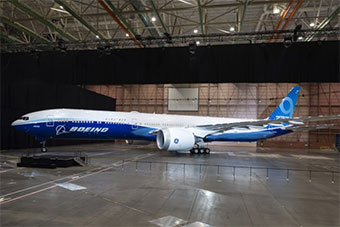 首架波音777X-9机型下线 因737MAX事故取消演示