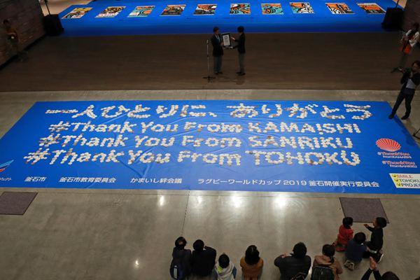 """日本地震灾民用贝壳拼写""""感谢"""" 破纪录"""