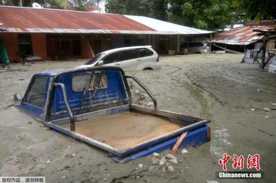 印尼洪灾已致77人死亡数十人受伤 仍有逾30人失踪