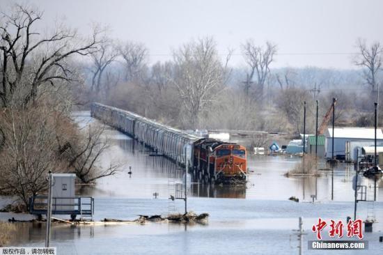 美国内布拉斯加州发生历史性洪灾 约900人被迫疏散