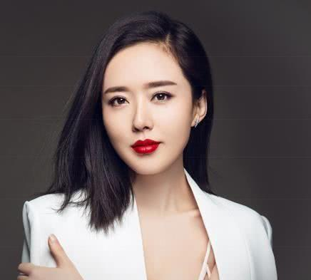 她曾是赵薇同学,撞脸刘诗诗一直不红,如今41岁感情生活成谜!