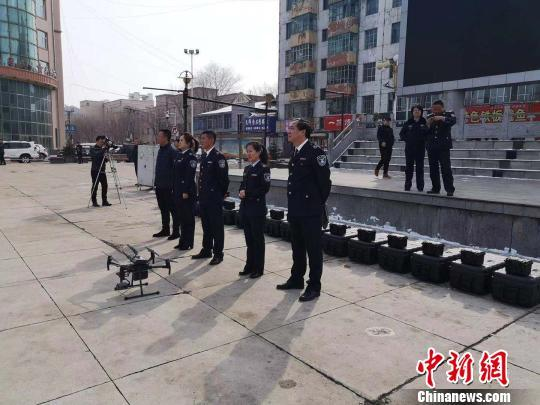 """20架无人机""""警察""""在哈尔滨巴彦县首日上岗"""