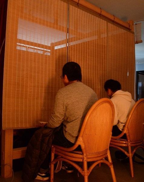 只看灵魂不看颜?日本相亲出奇招 男女隔着帘子聊天(图)