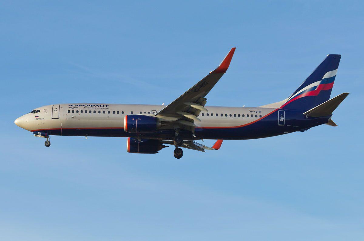 俄航一架波音737-800飞机机翼突发故障 降落索契机场