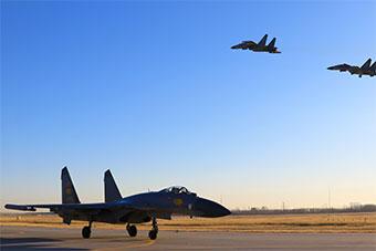空军连续组织高难课目训练 锤炼实战能力