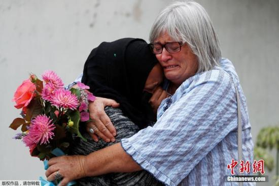 新西兰枪击案后:求助电话暴增 一些人自愿交出枪支
