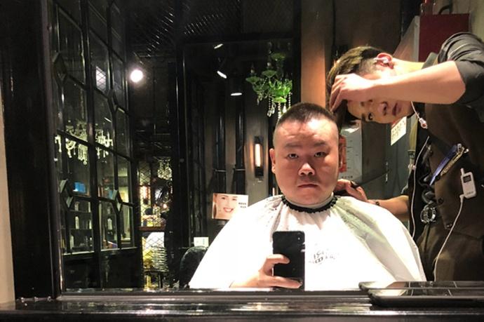 岳云鹏敷面膜自拍被老婆神补刀,网友:面膜的尺寸亮了!