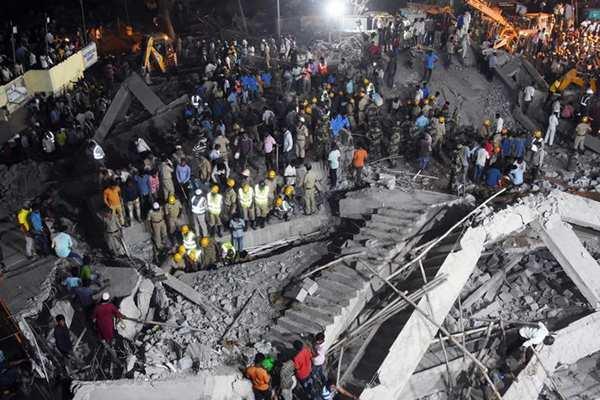 印度南部在建楼房倒塌致2人死亡